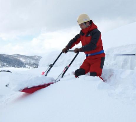 安全な雪下ろし作業例